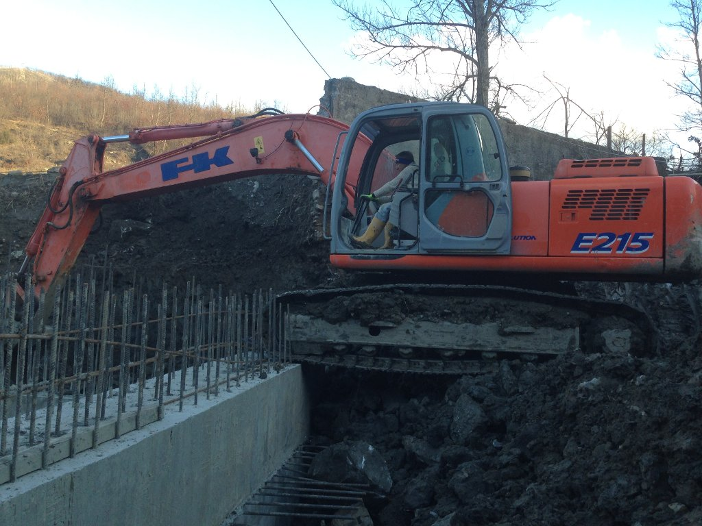 excavation in hydroelectric plant